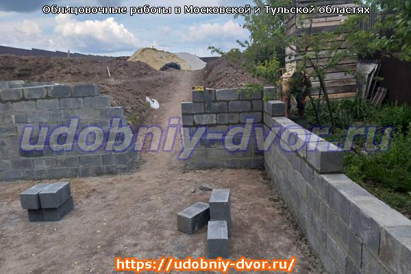 Пример возведения стены на дачном участке в качестве забора