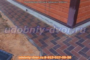 Укладка тротуарной плитки на дачном участке
