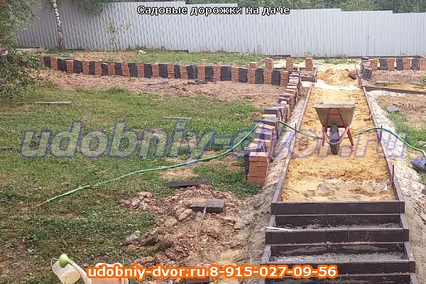 Укладка брусчаткой: садовые дорожки на даче в Серпухове